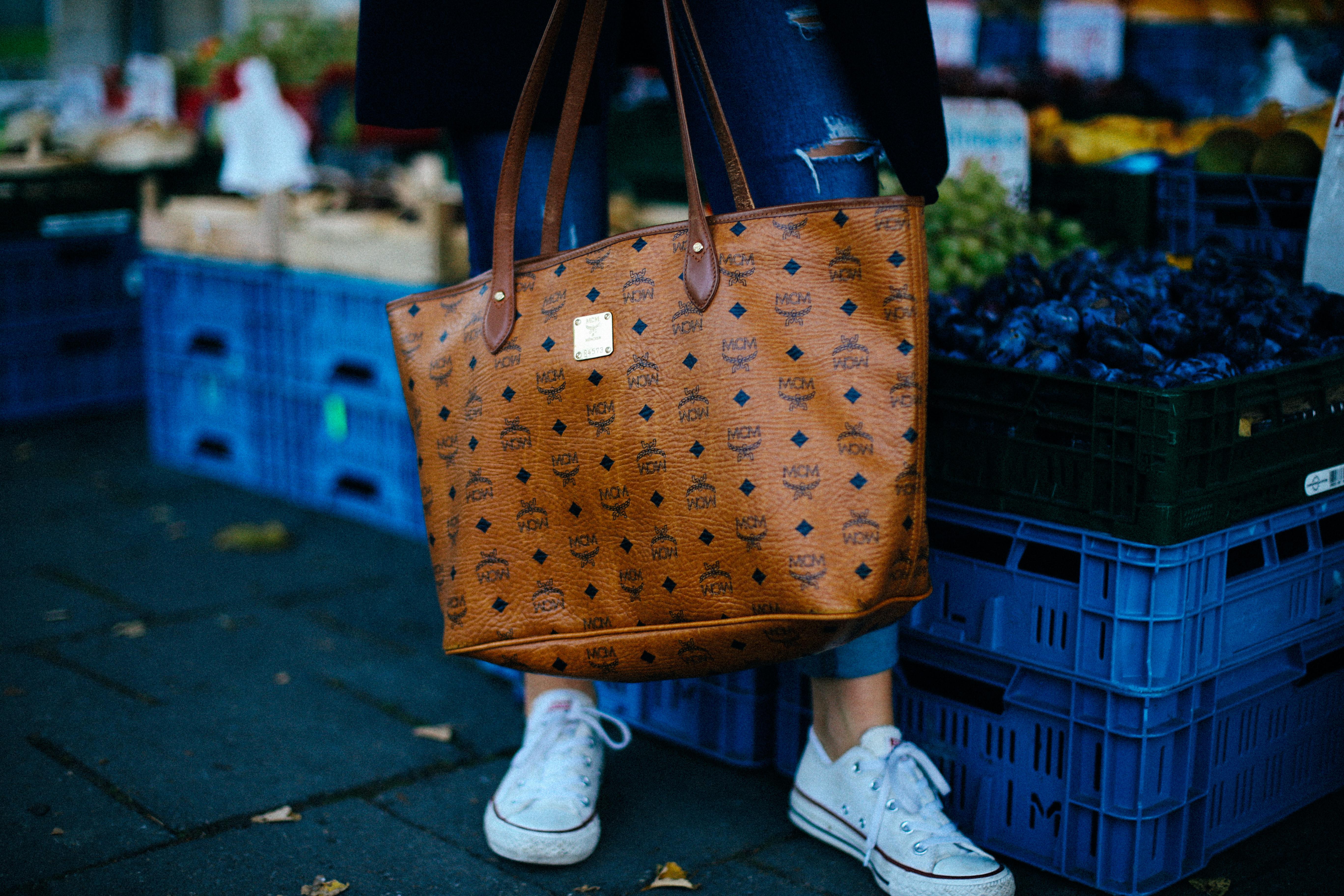 """574fdcab2d15 Mantel – H M Jacke – OnePiece (hier und ihr bekommt mit """"FERNWEH"""" 15%  Rabatt auf alles) T-Shirt – H M Jeans – Hollister Schuhe – Converse"""