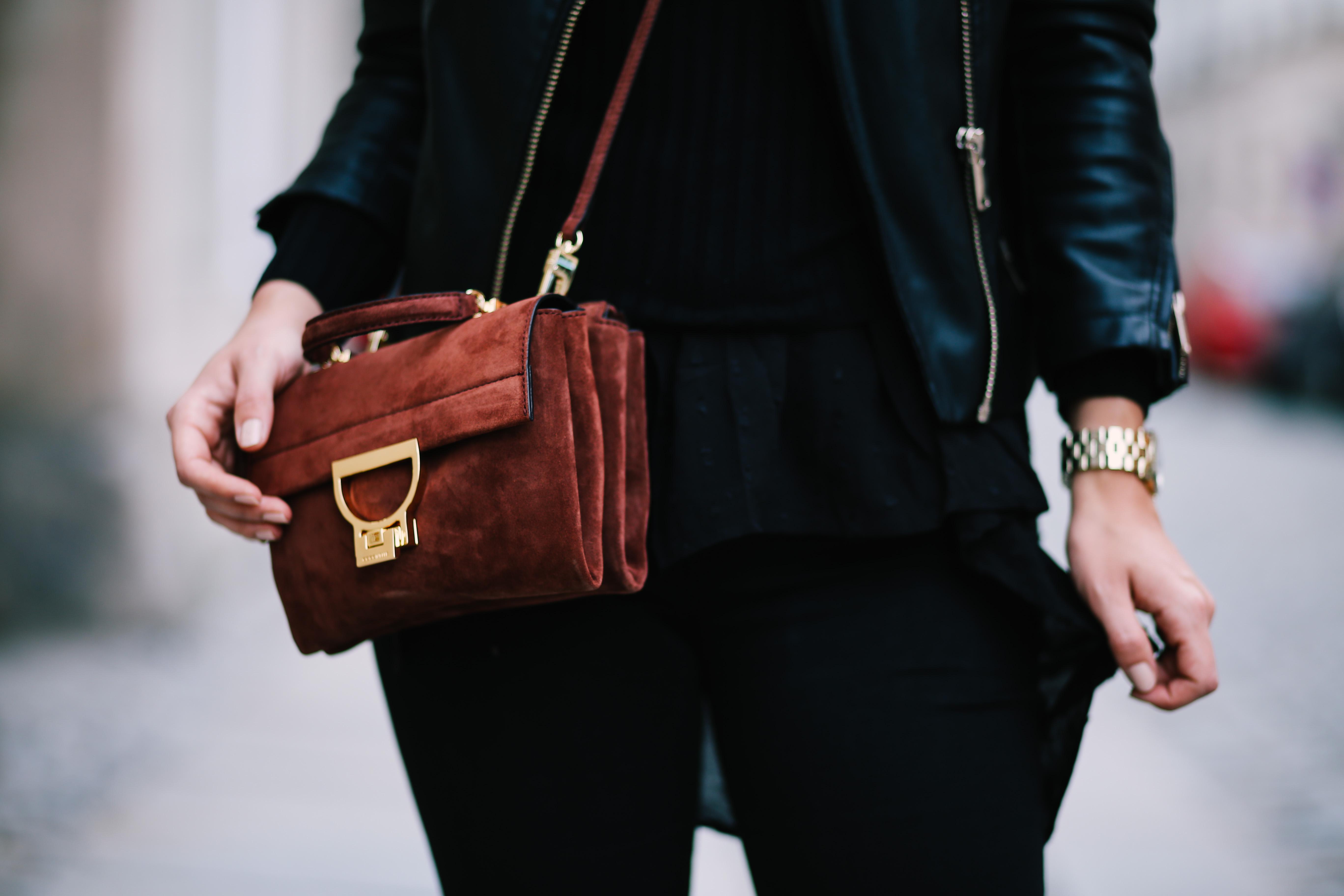 0f490bf74b30b Hose – Asos Hut – Accessorize Pullover – Bershka Schuhe – Bershka  Lederjacke – Pull Bear. Uhr – Marc Jacobs Tasche – Coccinelle